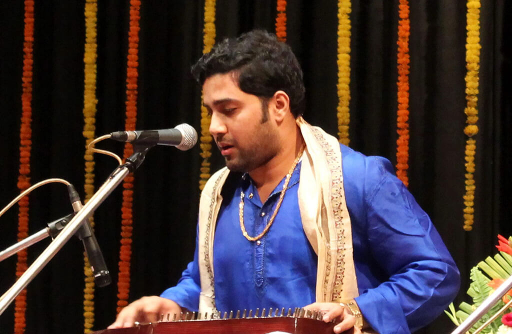 close shot of Samrat Pandit performing at Salt Lake Conference